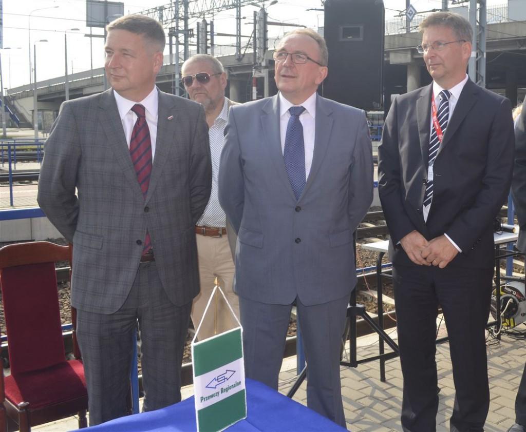 Streckeneröffnung in Poznan. v.li: Tomasz Pasikowski, Vorstandsvorsitzender PR, Wojciech Jankowiak, Vizemarschal Wielkopolski und Andreas Zylka, DB Regio.