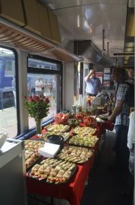 Im Sonderzug wartete ein polnisches Buffet auf die Gäste der Eröffngszeremonie