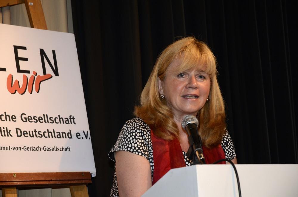Juliane Witt, Stadträtin für Kultur und Bildung in Marzahn-Hellersdorf würdigte die Arbeit der Gesellschaft insbesondere in Berlin.