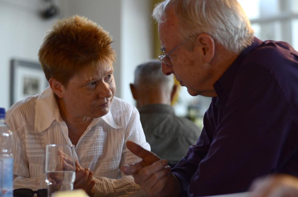 Petra Pau im Gespräch mit dem Vorsitzenden der Gesellschaft, Prof. Dr. Christoph Koch.