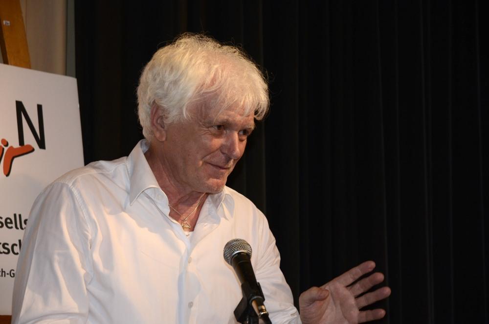 Siegfried Lewerenz, Vorstandsmitglied des Kulturrings in Berlin e.V. überbrachte die Grüße des verhinderten Luöturring-Vorsitzenden Dr. Schewe.